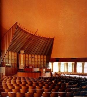 Park Synagogue, Cleveland, OH, EUA, 1953. Eric Mendelsohn. Vista do interior. [GRUBER, 2003, p.86]