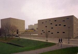 Nova Sinagoga de Dresden, Alemanha, 2001. Wandel, Hoefer, Lorch e Hirsch. Vista geral.  [RICHARDSON, 2004, p.176]
