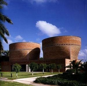 Sinagoga Cymbalista, Tel Aviv, Israel, 1997. Mario Botta. Os rolos da Torah como fonte de inspiração. <br />foto do autor