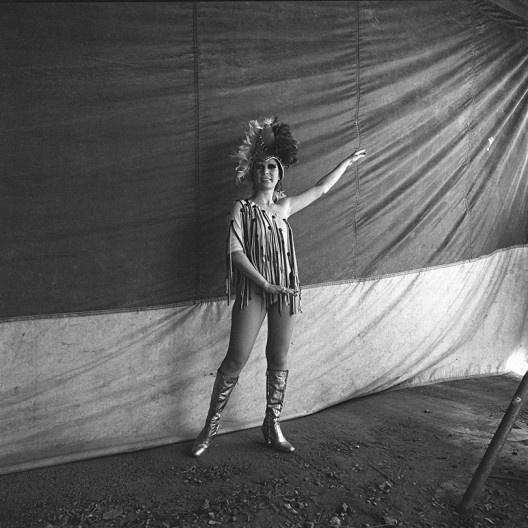 Artista de circo, São Paulo SP, 1975<br />Foto Cristiano Mascaro