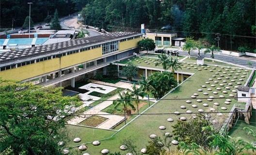 Balneário de Aguas de Lindóia, arquiteto Oswaldo Bratke<br />Foto Fernando Stankuns  [Wikimedia Commons]