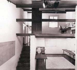 Residência J. B. Vilanova Artigas, 1942.<br />Foto Nelson Kon.  [ARTIGAS, João Batista Vilanova. Vilanova Artigas: arquitetos brasileiros]
