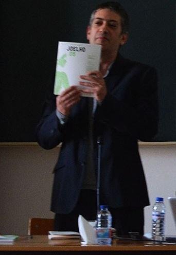9964d23f37 Jorge Figueira apresenta o número especial em inglês da revista Joelho Foto  Isa Clara Neves