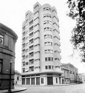 Edifício Sarti, na Praça da República [Acervo Digital Rino Levi / FAU PUC-Campinas.]