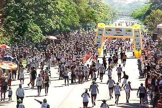 Lazer na Pista, Parque do Flamengo, Rio de Janeiro: som da multidão<br />Foto P A Rheingantz