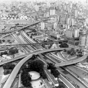 Vista aérea de São Paulo<br />Foto Nelson Kon  [Imagem da capa]