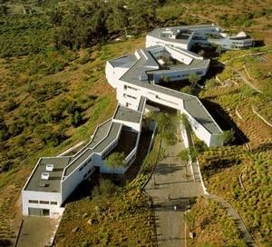 2. Edificio de Pre-grado [Bennet y Crispiani]