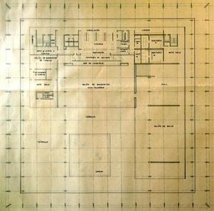 Desenho da planta do 3º pavimento, onde estão os salões do Palácio e a varanda. Destaca-se a trama de eixos da modulação estrutural e espacial de 6x6m [Arquivos do Setor de Arquitetura do Ministério das Relações Exteriores]