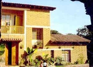Casa en Tepoztlán, Morelos. Adobe 28x10x40 cm. Arq. A. R. Ponce