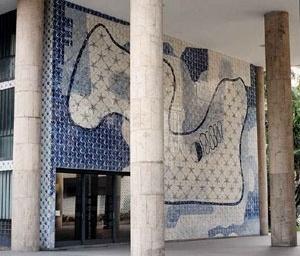 Painel Estrelas-do-mar e peixes – 1942 – 990x 1510 – Portinari [www.ceramicanorio.com/paineis.html]