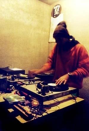 Posse de HipHop que desenvolve programas sociais em Embu<br />Foto Merten Nefs, fev. 2005
