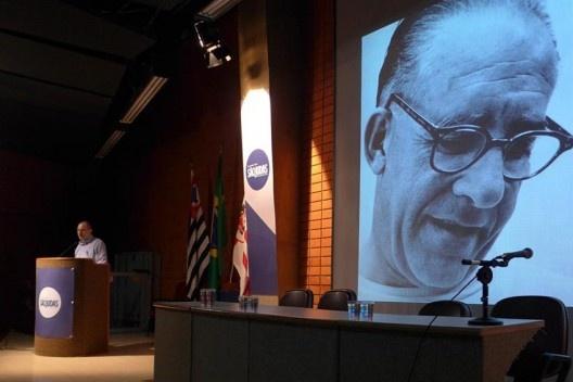 Abilio Guerra apresenta homenagem a Rino Levi, Encontro Núcleo Docomomo-SP 2015<br />Foto André Marques