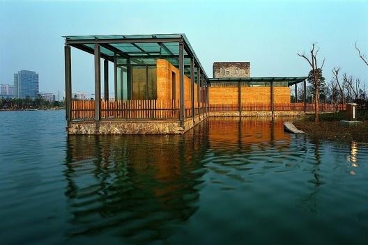 Cinco casas dispersas, Ningbo, China, 2003-2006. Arquiteto Wang Shu<br />Foto Lang Shuilong  [Pritzker Prize]