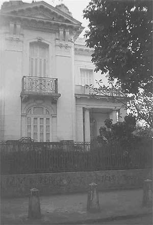 Casa na rua Eduardo Guinle 36, em Botafogo, datada de 1915<br />Foto Luciane Siqueira, 1998