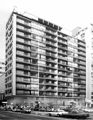 Edifícios Chipre e Gibraltar e Cinema<br />Foto Nelson Kon  [Óculum, n. 3, Campinas, 1993]