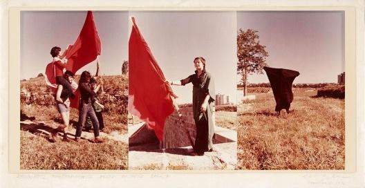 Parangolé–Encuentros de Pamplona, Helio Oiticica e Leandro Katz, 1972<br />Foto divulgação  [Museo Reina Sofia]