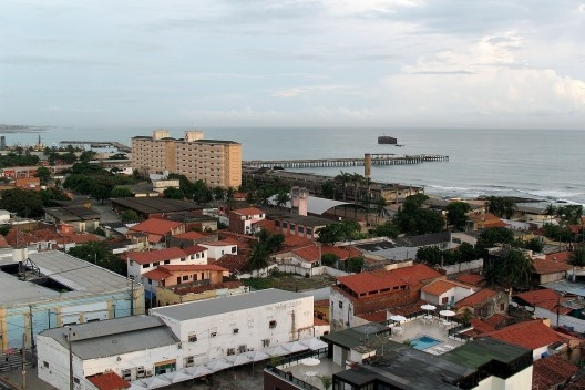 Vista de área urbanizada de Fortaleza CE<br />Foto Lyssuel Calvet  [Wikimedia Commons]