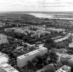 Super-quadras, Asa Sul, Brasília (1956), Lucio Costa. <br />Foto Duda Bentes  [Acervo do Departamento de Patrimônio Histórico e Artístico do DF.]