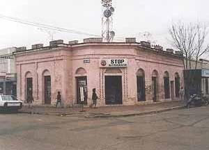 Casa antigua ubicada en el centro de la ciudad