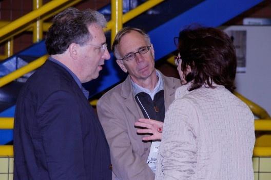 David Leatherbarrow, também conferencista no evento, Réjean Legault e Ruth Verde Zein, no intervalo das conferências<br />Foto Michelle Schneider