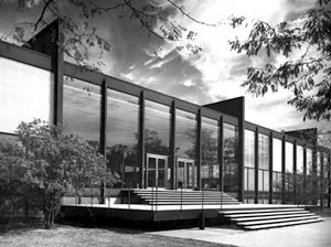 Crown Hall, Mies van der Rohe, Chicago, 1950-56 [Mies in America, Phyllis Lambert, ed., Canadian Center for Architecture e Whitney Museum o]
