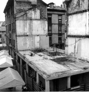 Conjunto El Fontan, antes da revitalização, Oviedo [Informe publicitário, Ayuntamiento de Oviedo, 1999]
