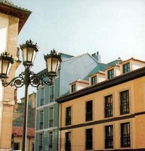 Conjunto El Fontan, após a revitalização, Oviedo<br />Foto da autora, 1999