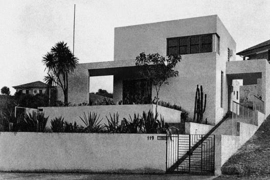 Casa da Rua Itápolis, São Paulo, 1930. Arquiteto Gregori Warchavchik<br />Foto Zanella & Morcardi  [Acervo Biblioteca FAU USP]