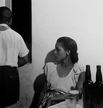 Mulher em mesa de bar, Rio de Janeiro, 1947<br />Foto Thomaz Farkas  [Acervo Instituto Moreira Salles]