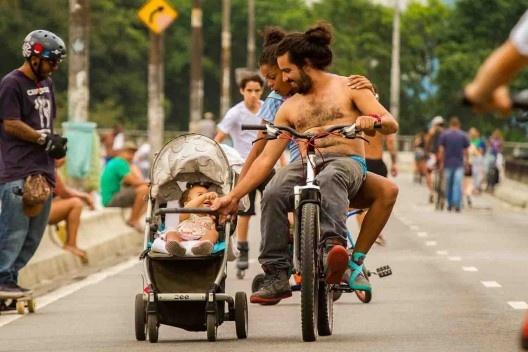 Elevado Presidente João Goulart, o Minhocão, praia de paulistano<br />Foto Adriano Choque