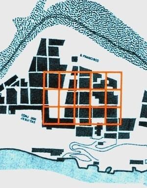 7. Comparação entre a área necessária à cidade da Parahyba (trama laranja), no caso de um traçado quadriculado, e a área, nos anos 1580, do bairro de Salvador que continha o Terreiro de Jesus [Desenho nosso sobre planta inserida em Evolução física de Salvador (UFBA-FA-CEAB, Salvador]
