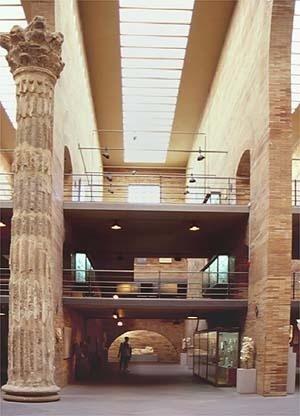 Museu de Arte Romana, Mérida. Salas laterais vistas da nave principal