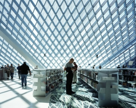 Biblioteca Pública, interior, Seattle. Rem Koolhaas / OMA, 2004<br />Foto Philippe Ruault  [Image courtesy of the Office for Metropolitan Architecture (OMA)]