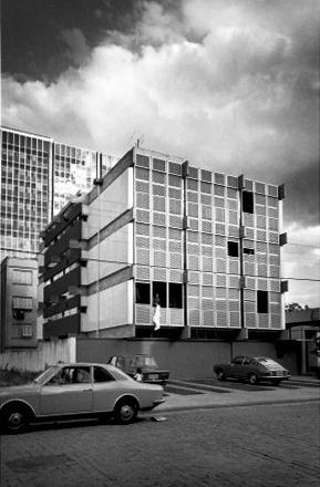 Edifício FAM, Porto Alegre, Carlos M. Fayet, Cláudio L. G. Araújo, Moacyr M. Marques, 1964/67 [Edifício FAM, Porto Alegre, Carlos M. Fayet, Cláudio L. G. Araújo, Moacyr M. Marques, 1964]