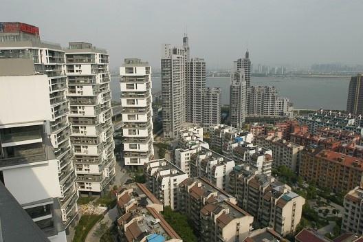 Edifício vertical de apartamentos, Hangzhou, China, 2002-2007. Arquiteto Wang Shu<br />Foto Lu Wenyu  [Pritzker Prize]