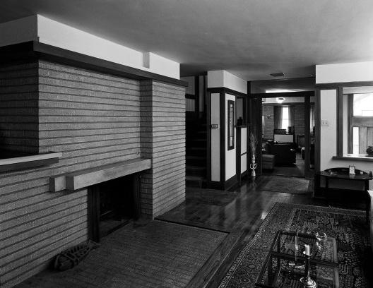 Emil Bach House, sala de estar, North Sheridan Road, Chicago, Estados Unidos, 1915. Arquiteto Frank Lloyd Wright<br />Foto Richard Nickel, jul. 1967  [Library of Congress / U.S. Government]