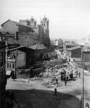 Fig. 15 - Vista da Sé, antiga Porta de Vandoma, processo de demolições, 1939 [Arquivo Histórico Municipal do Porto – Casa do Infante]
