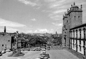 Fig. 16 - Vista do terreiro da Sé, com o Edifício da Câmara Municipal ao centro/direita da imagem