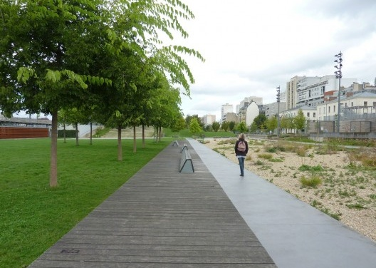 """""""Jardin d´Éole"""" – Novo parque na zona norte da Cidade: ecossistema arenoso no lado direitor, com pequeno alagado construído na extrema direita.<br />Foto Cecilia Herzog"""