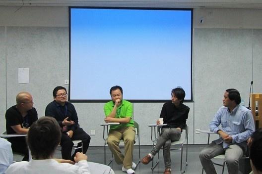 Debate entre jovens arquitetos chineses, moderado pelo Professor Yuan<br />Foto Gabriela Celani