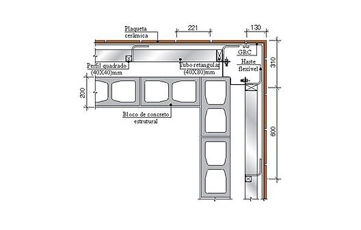 Detalhe de esquina de dois painéis de GRC tipo stud frame com revestimento cerâmico incorporado