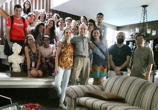 III SAMA, participantes reunidos na Residência do arquiteto Alcyr Meira durante a realização do SAMATUR<br />Foto divulgação  [LAHCA/UFPA]
