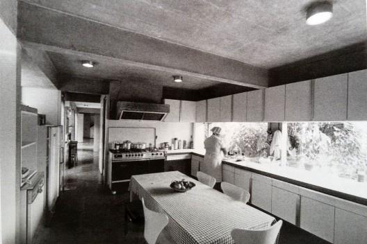Interior da Residência Waldo Perseu Pereira, São Paulo SP Brasil, 1969. Arquiteto Joaquim Guedes<br />Foto reprodução  [Marlene Milan Acayaba, <i>Residências em São Paulo: 1947 – 1975</i>, p. 274]