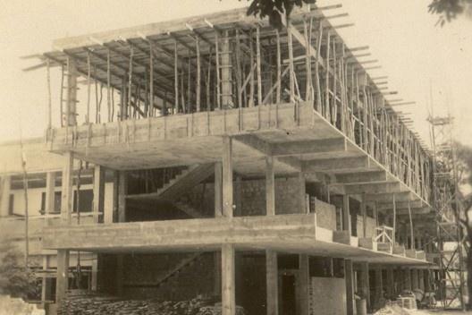 Foto construção do atual edifício do Curso de Sociologia da UFC (1967) [Museu de Arte da UFC]