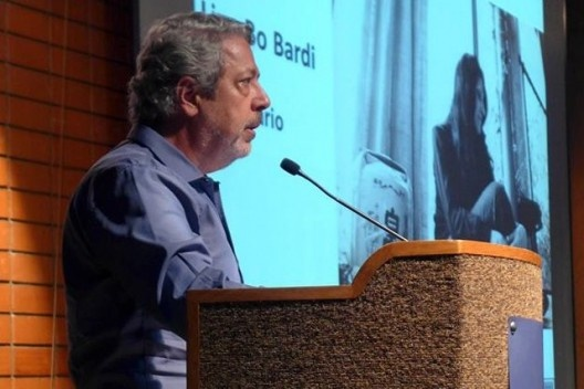 Renato Anelli apresenta homenagem a Lina Bo Bardi, Encontro Núcleo Docomomo-SP 2015<br />Foto André Marques