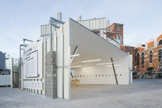 """Trienal de Arquitectura de Lisboa 2016, Exposição """"A forma da forma"""", pavilhão<br />Foto Tiago Casanova"""
