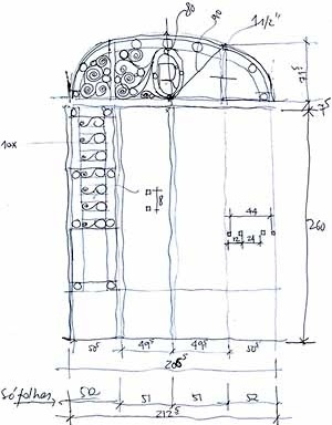 Croquis do levantamento métrico arquitetônico: porta de ferro de entrada no vão menor, desenho dos arquitetos