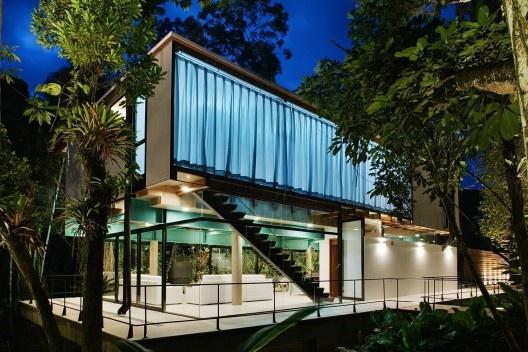 Casa na praia de Iporanga, Guarujá, arquitetos Lua e Pedro Nitsche<br />Foto Nelson Kon