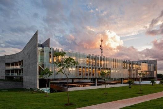 Sede do Sebrae Nacional, Brasília DF, 2010, vencedor de concurso nacional de arquitetura. Arquitetos Alvaro Puntoni, Luciano Margotto, João Sodré e Jonathan Davies<br />Foto Nelson Kon