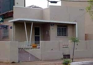 Casa popular com elementos da arquitetura moderna